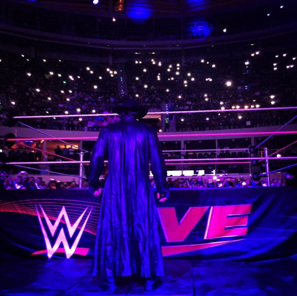 Undertaker returns at WWE Mexico Live Event