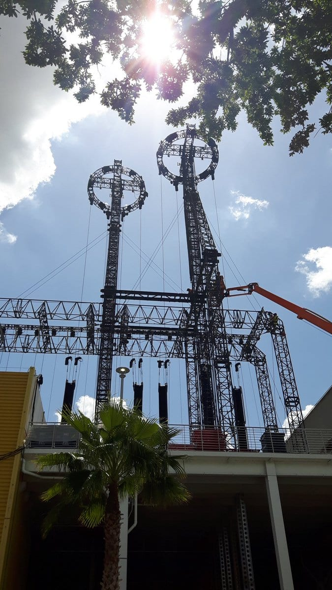 Photos of a Roller Coaster being a part of the WrestleMania 33 set - 4