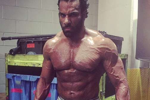 Jinder Mahal and his visible Gynecomastia