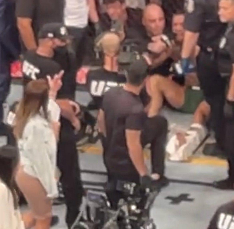 Conor McGregor: dito medio dalla moglie di Poirier dopo UFC 264